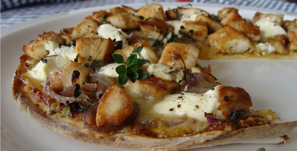 Jenny's Caramelised Onion & Chicken Pizza