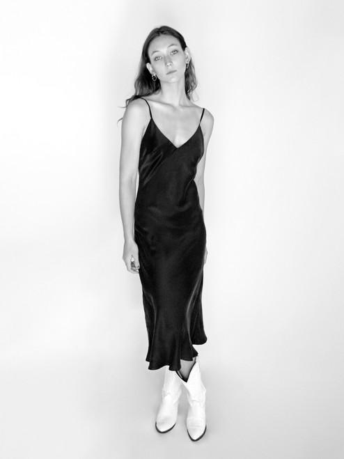 Dreamgirl Valentina, wearing the 1996 Black @valentinaruby