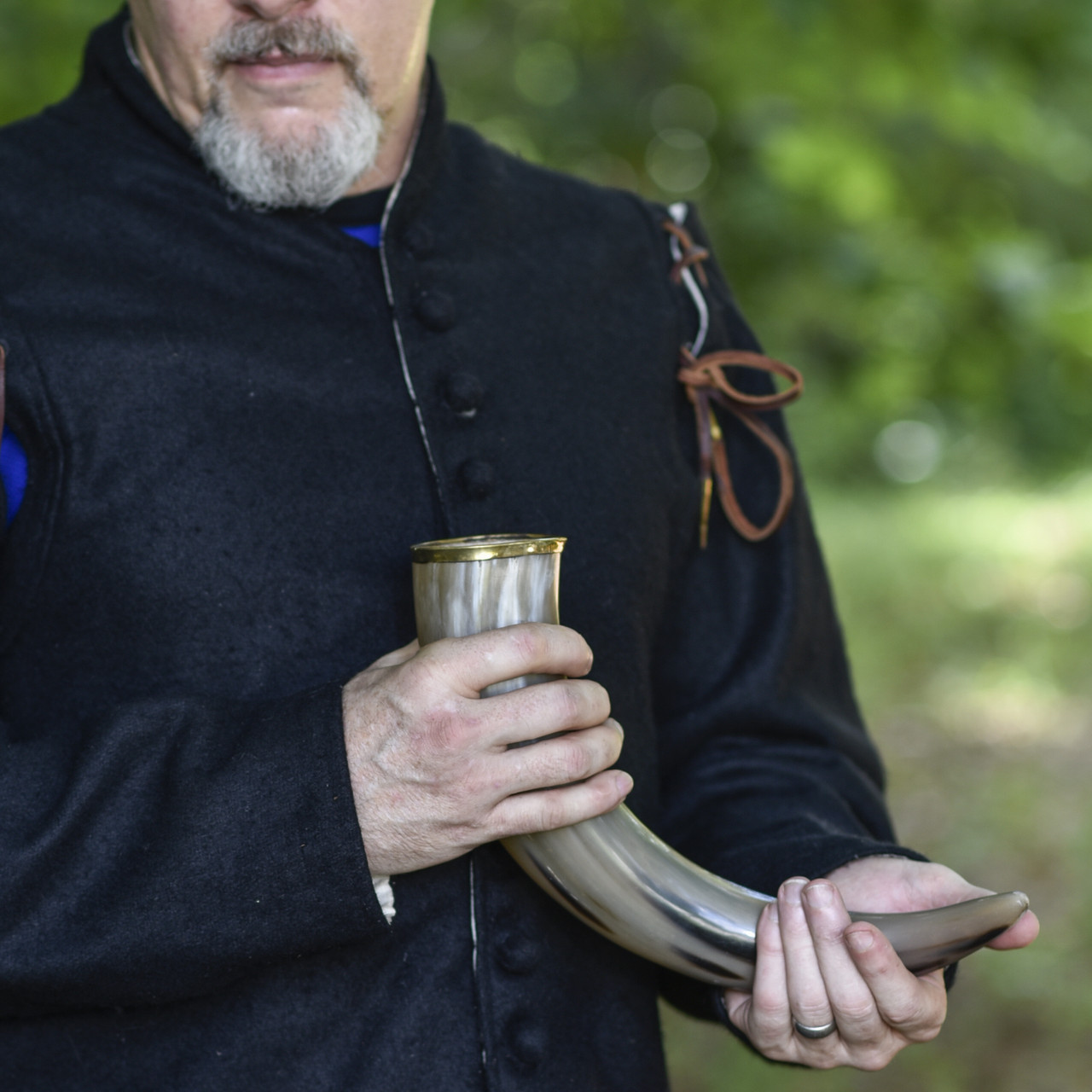 The Hooded Raven 'Ñ¢ Valhalla Awaits Me Drinking Horn Vessel Stand Included