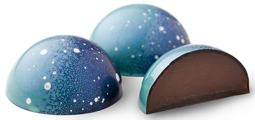 Midnight Mint Mint infused dark chocolate ganache finished with Crem de Menthe, encased in a dark chocolate shell.