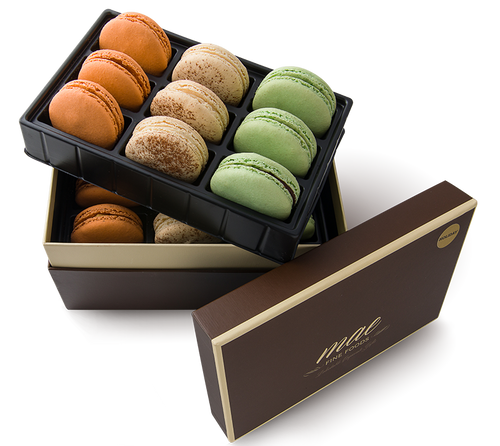 18 Holiday French Macarons