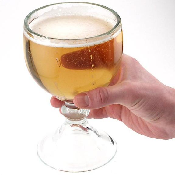 Libbey Schooner Beer Glass in Hand