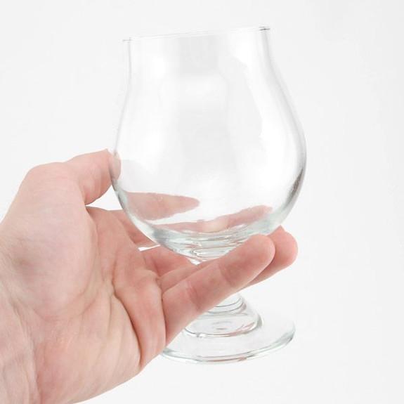 Libbey Belgian Beer Glass - 16 oz in Hand