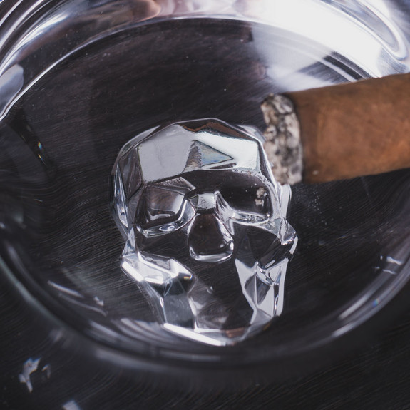 Nude Glass Shade Skull Silhouette Round Crystal Cigar Ashtray