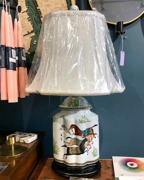 Porcelain lamp with horses design