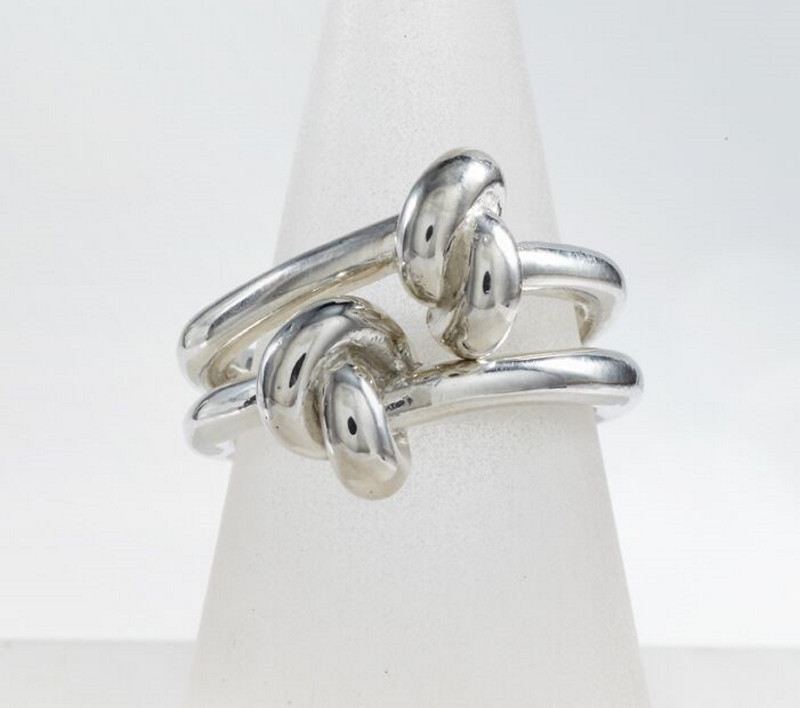 Love knot ring detail