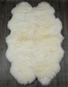 White Quarto Sheepskin Rug