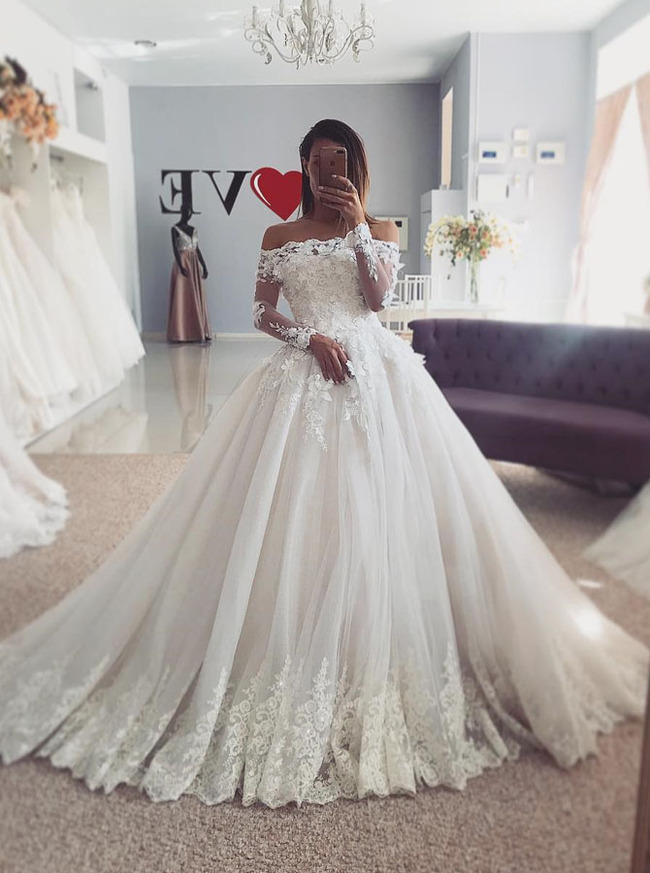 Off the Shoulder Wedding Dress,Ball Gown Wedding Dress with Sleeves,Stunning Wedding Gown,11127