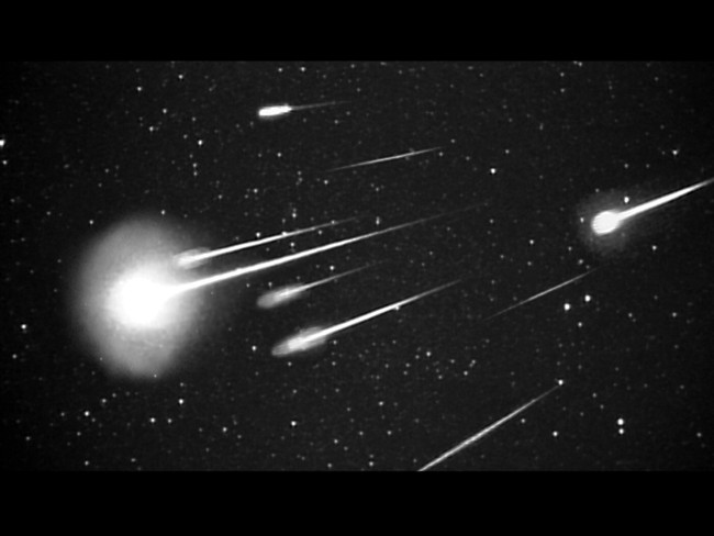 A burst of 1999 Leonid meteors as seen at 38,000 feet from Leonid Multi Instrument Aircraft Campaign (Leonid MAC) with 50 mm camera. Image Credit: NASA/Ames Research Center/ISAS/Shinsuke Abe and Hajime Yano
