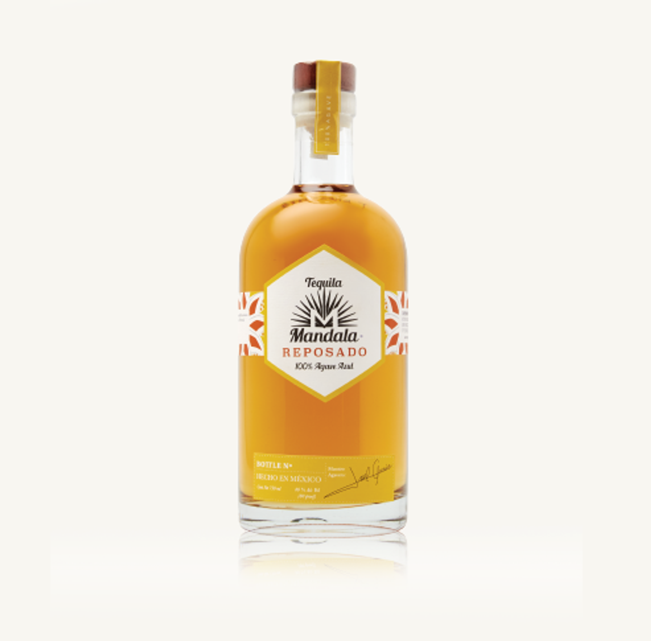 Made with the selection of the best agaves in its optimum point of maturity, passing through the clay oven and then aged in French white oak barrels.