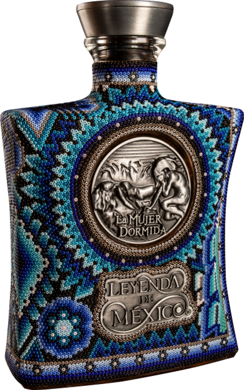 Tequila Leyenda de México Wixárika Special Editions comes from the culture and popular mexican arts apreciation. Inspired by the enigmatic beauty of Wiárika traditional art, the patterns in each bottle tell us a beautiful love history.