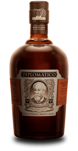 Diplomático Mantuano is an authentic blend of rums aged for up to eight years. Versatile, Mantuano is ideal for mixing in cocktails while also maintaining its complexity for those who prefer to drink it neat. Opening up with aromas of dried plums, oak and a delicate spiciness, it is complex and well-balanced on the palate, following on with notes of dried fruits, wood and vanilla.