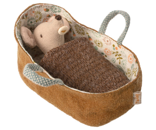 Mail- Baby Mouse in Carrycot