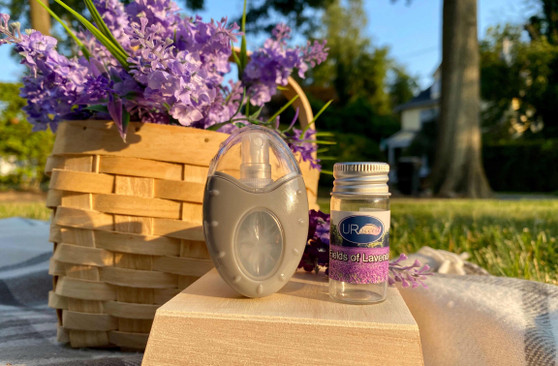 A clean and inviting fresh blend of lavender, infused with bright citrus and tangy lemon.