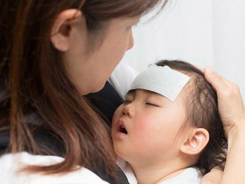 Sốt xuất huyết và sốt siêu vi, mẹ đã biết phân biệt?