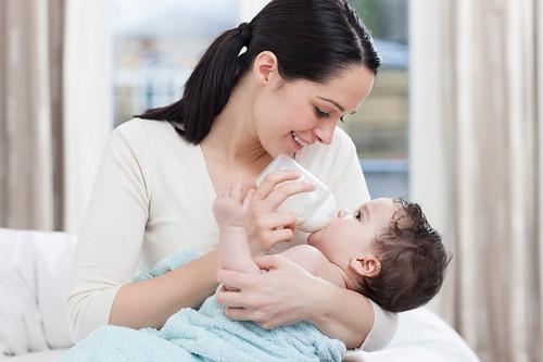 Cách bảo quản và sử dụng sữa mẹ đã vắt ra CHUẨN NHẤT mọi bà mẹ nên biết