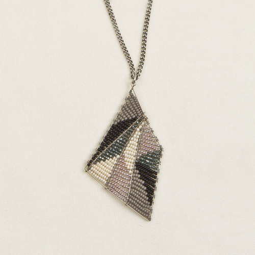 Long Geodesic Necklace