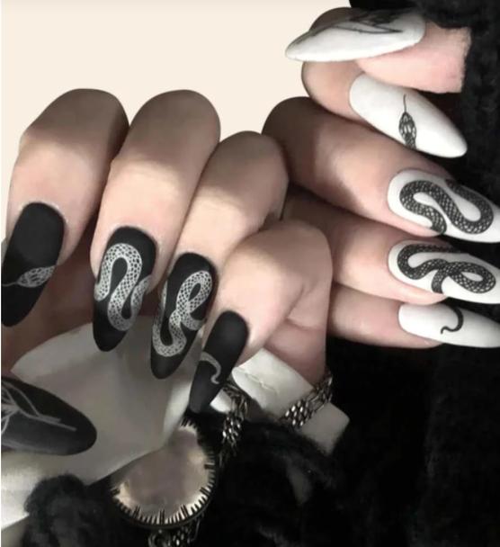 Slithering Snake Fake Nails