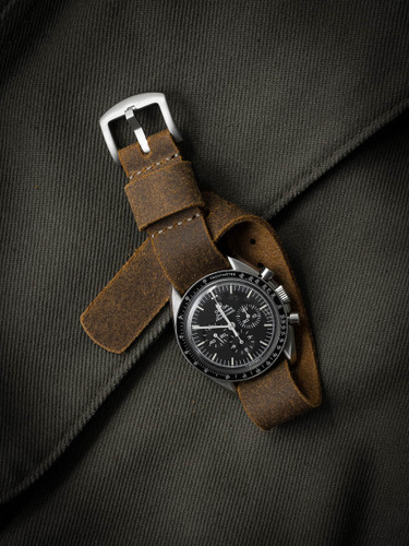 Medium brown oil suede nato strap