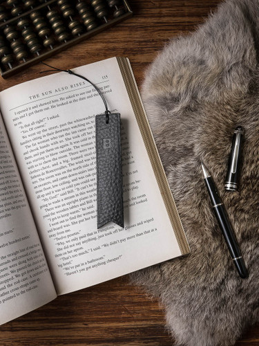 Monogrammed Leather Bookmark - Pebbled Black