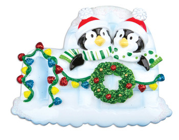 2 PENGUINS W/ WREATH