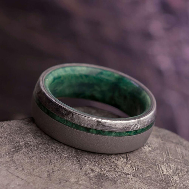 7 mm Meteorite & Green Box Elder in Sandblasted Titanium - GBE858M