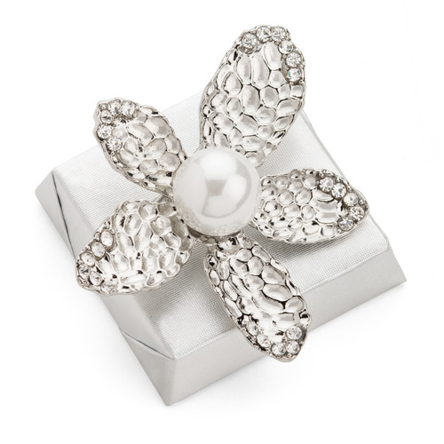 Pearl Daisy Flower Brooch Decorated Chocolate