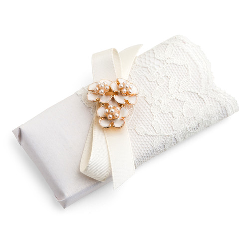 Victorian Style Lace Bow Decorated Chocolate Bar