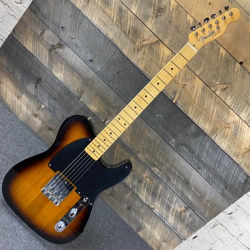 Fender 70th Anniversary Esquire Maple Fingerboard 2-Color Sunburst v2092694