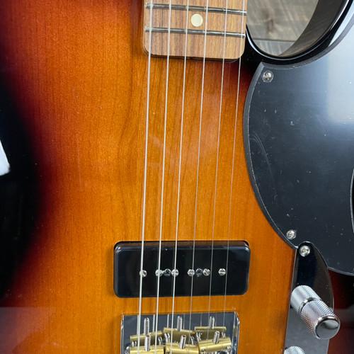 Fender Noventa Telecaster Pau Ferro Fingerboard 2-Color Sunburst MX21076097