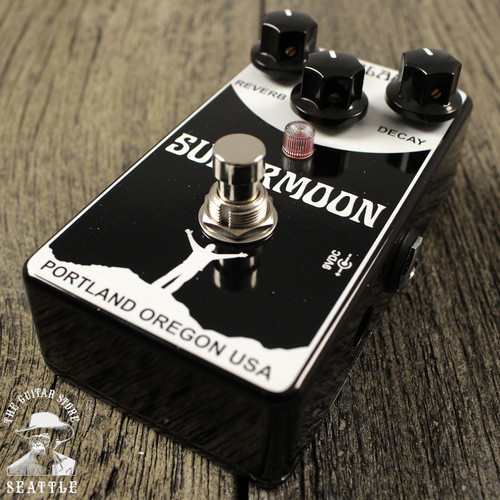 Mr Black Supermoon Modulated Reverberator Reverb Pedal The Guitar