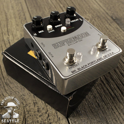 Mr. Black Supermoon Eclipse Stereo Reverb