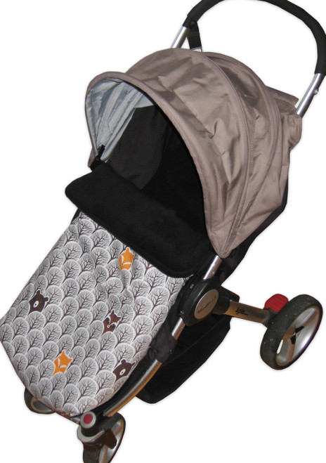 Peekaboo Grey Universal Fit snuggle bag/footmuff phographed in Steelcraft Agile