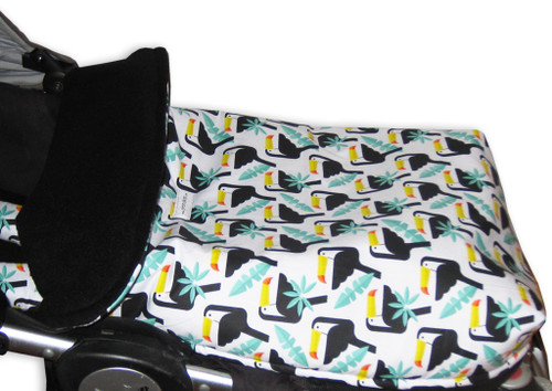 Consists of a pram liner to fit Mountain Buggy and zip on/off footmuff