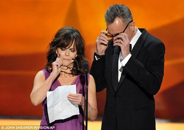 celebrity-readingglasses.jpg