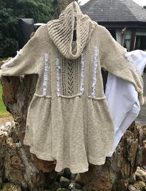 Nat/White Anglais with Lacy Cowl