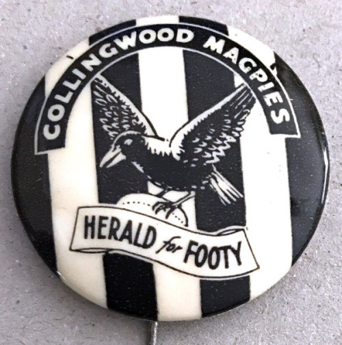 1962 Herald for Footy COLLINGWOOD MAGPIES Badge