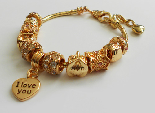 """Bracelet with engraved """"I Love You"""" on a heart charm."""