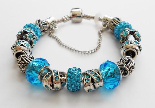 Blue accents Bracelet bangle.