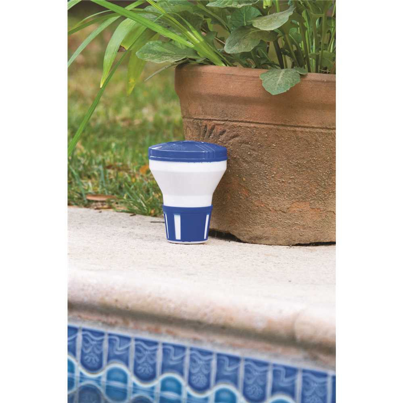 HDX Floating Chlorine / Bromine Dispenser for Spas, Hot Tubs and Small Pools Item # 203796268|HDX Part # 62157|UPC Code 085334621572|UNSPSC Code 49241712