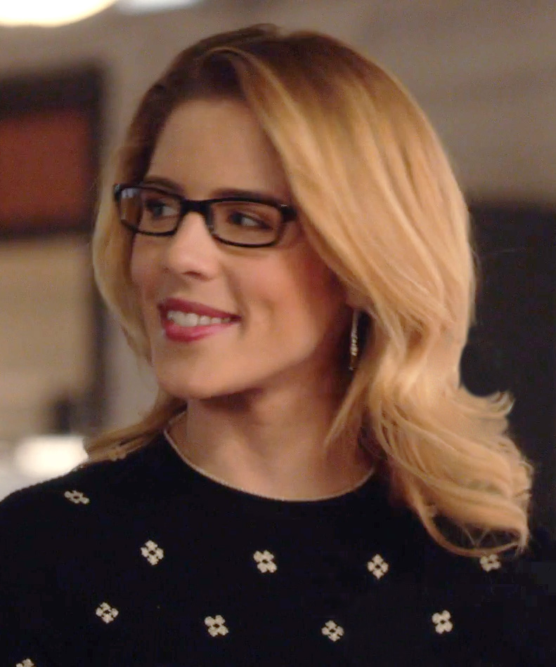 silver threader earrings worn by Felicity on Arrow, season 7 episode 15.