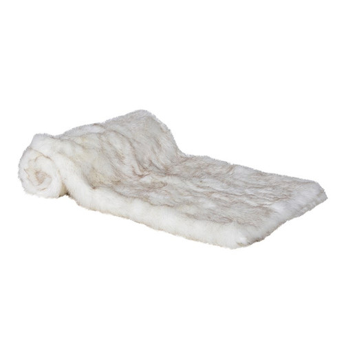 Stunning, cosy Crisp White Faux Fur Throw. perfect to keep you warm on cold winters evenings!