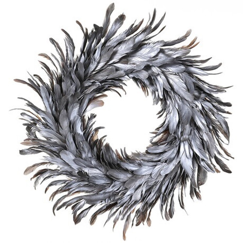 A stunning wreath made with silver fine feathers, this beautifully delicate wreath would compliment a contemporary interior.
