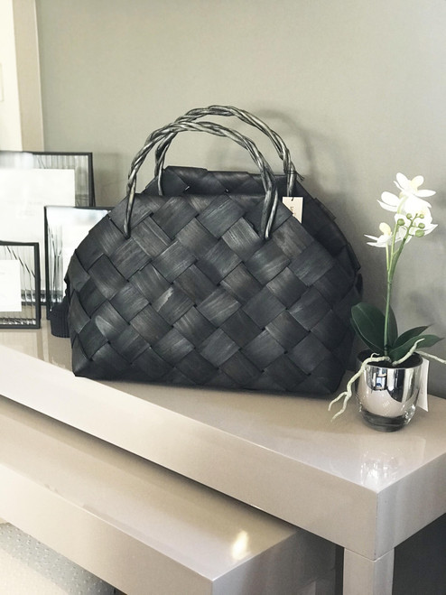 black woven metasequoia bag is perfect for storage