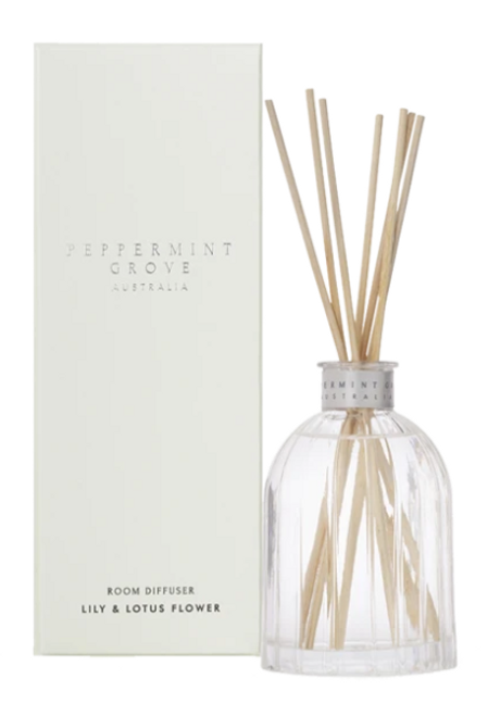 This white floral fragrance embodies fallen green leaves and stunning white flowers on a peaceful autumn day. It combines notes of orchid, lily-of-the-valley, magnolia and lotus flower to produce a fragrance that is timeless and tranquil, peaceful and unique. Fragrance Family: Floral Top notes are plum, grapefruit, apple, mandarin and orange; middle notes are orchid, lotus flower, lily-of-the-valley and rose; base notes are mimosa, magnolia, musk and amber. 200ml