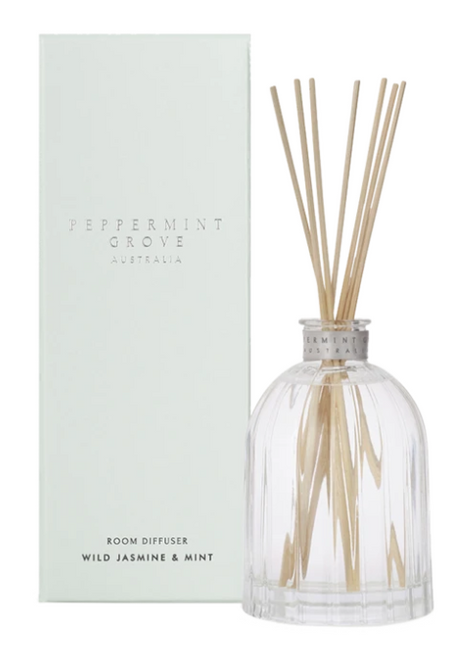 This stunning white floral fragrance is reminiscent of the magnificent century old private gardens found within the Southern Highlands and majestic Blue Mountains. Classic and sophisticated. Fragrance Family: Floral Top note is mint, middle notes are jasmine, lily and orange flower; base notes are eucalyptus and cedarwood. 200ml