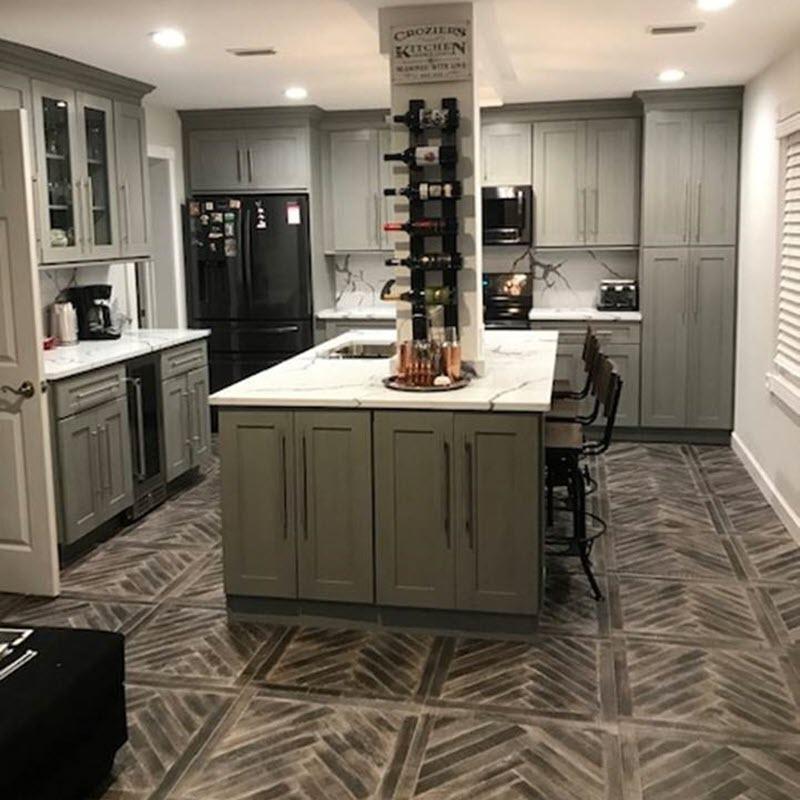This kitchen design uses Forevermark's Nova Light Grey Shaker Cabinet.