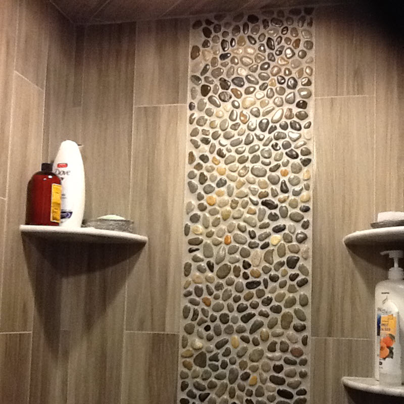 Vertical pebble backsplash