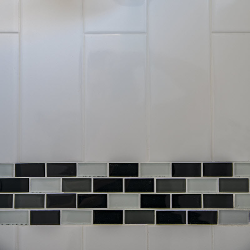 Subway tile with mosaic band