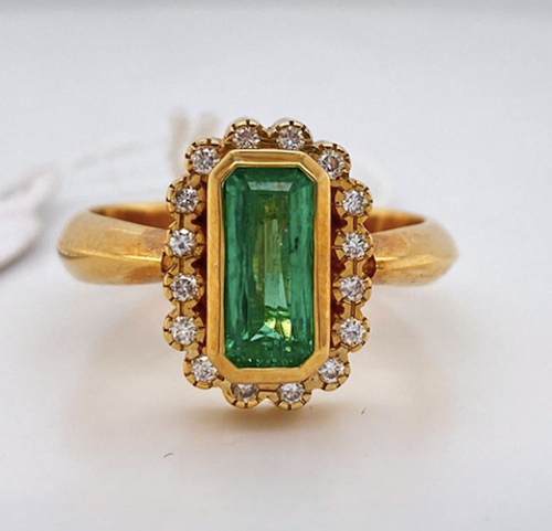 Lady's Excellent Emerald And Diamond Ring